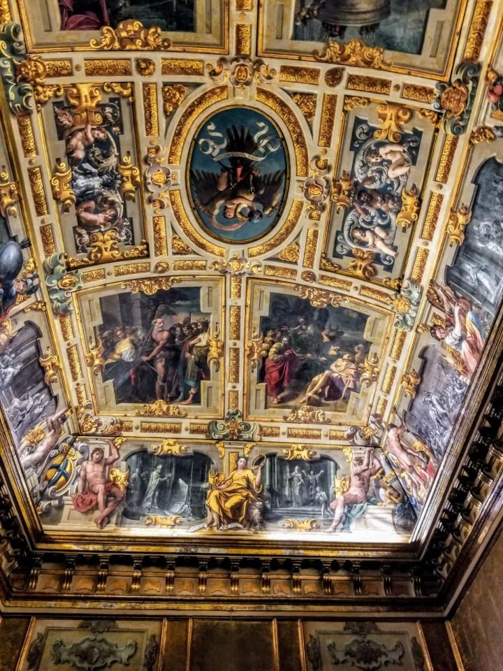 Frescos en el ayuntamiento de Módena